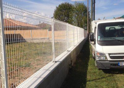 POMMIERS 69480 réalisation d'une clôture rigide blanche sur muret