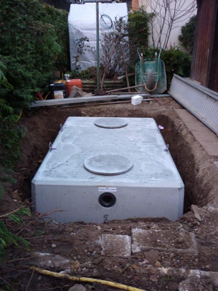 """Arnas 69400 pose d""""une cuve enterrée de récupération des eaux de pluie"""