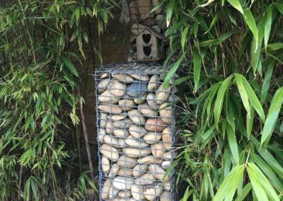 Gabion: cailloux en cage, décoration à Ars sur Formans 01480