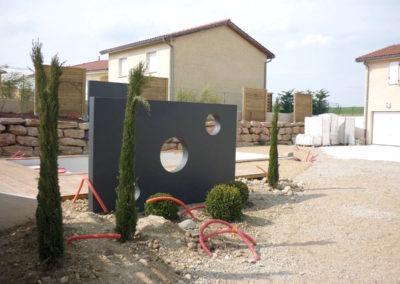 Implantation de décoration et arbustes cyprès totem et buis