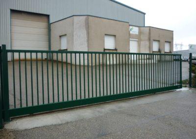 La tour de Salvagny 69890 pose d'un portail industriel